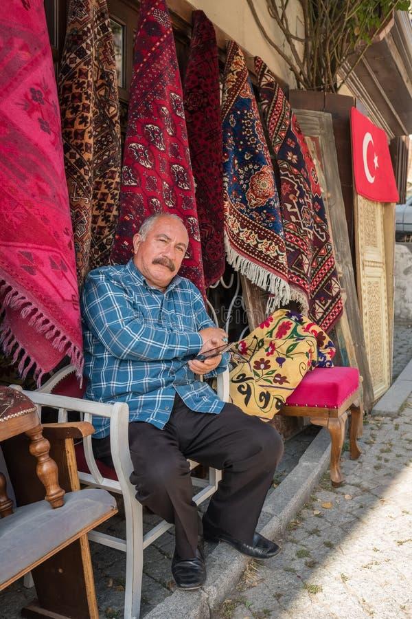 Portret niezidentyfikowany turecki dywanu sprzedawca w Ankara, Turcja zdjęcia royalty free