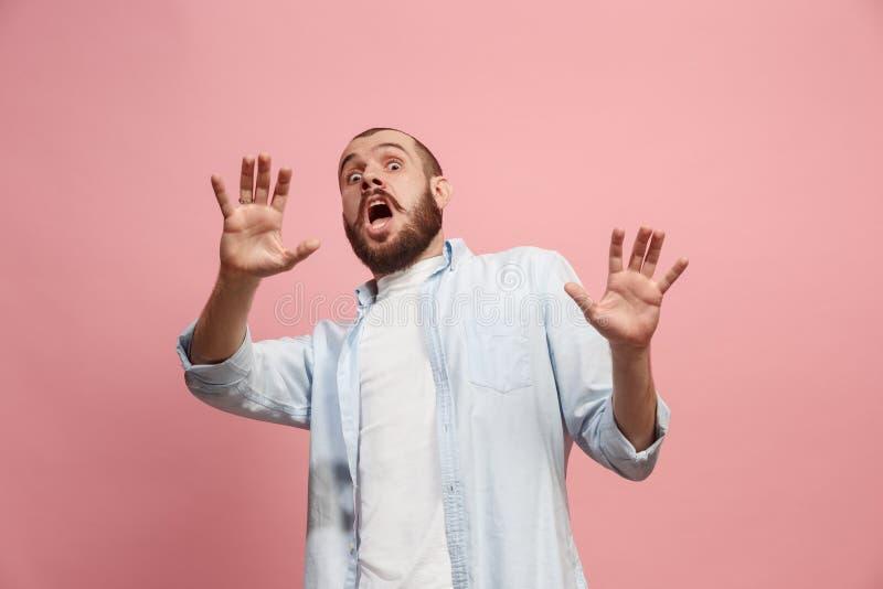 Portret okaleczający mężczyzna na menchiach zdjęcie stock