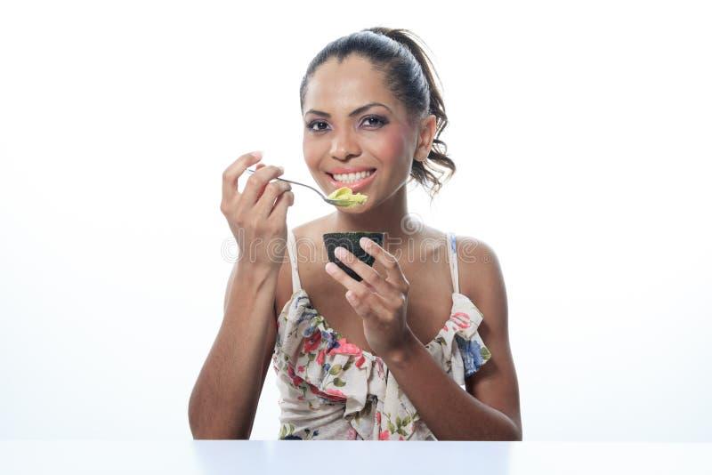 Portret oliwkowa uśmiechnięta kobieta odizolowywająca dalej zdjęcie royalty free