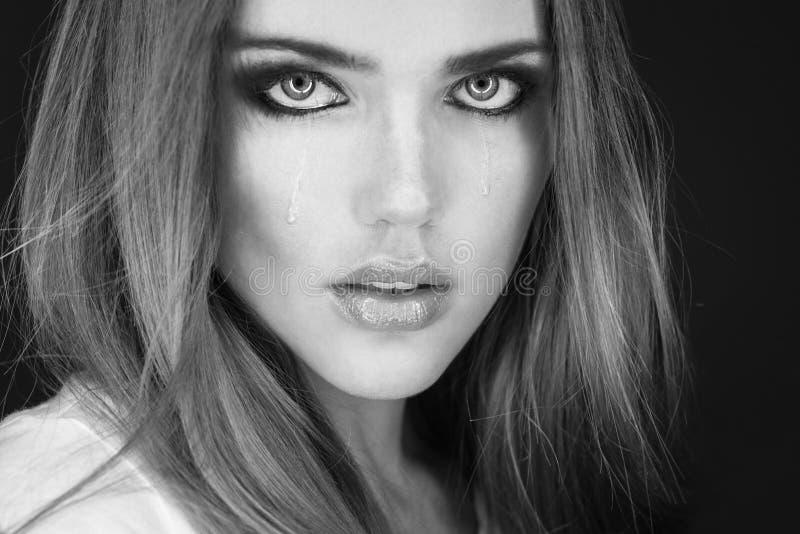 Portret płacz kobieta drzeje na jej policzkach obraz royalty free