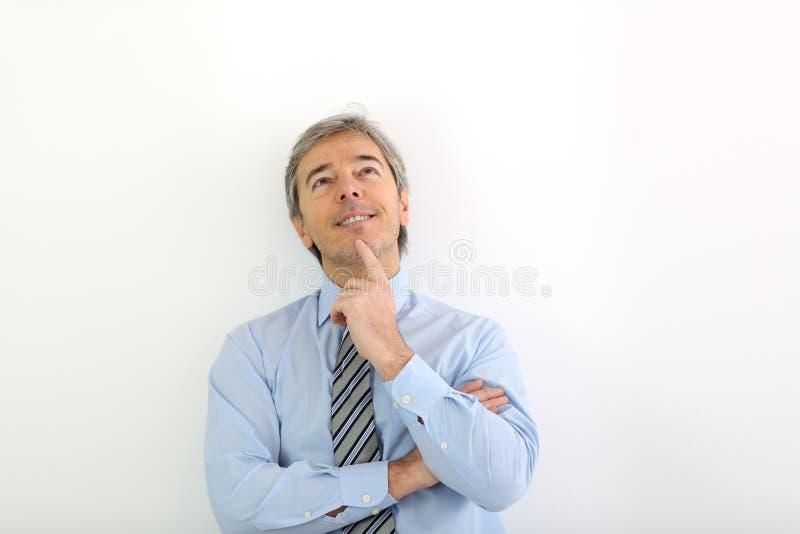 Portret patrzeje upwards dojrzały biznesmen zdjęcie stock