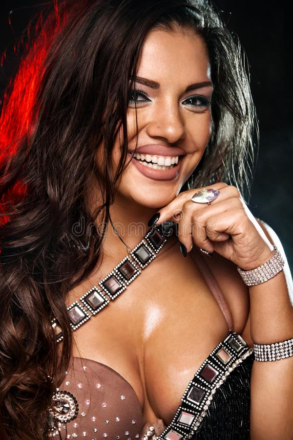 Portret piękna kobieta, tradycyjny ballydance tancerz taniec etniczny Brzucha taniec dancingowy plemienny obrazy stock