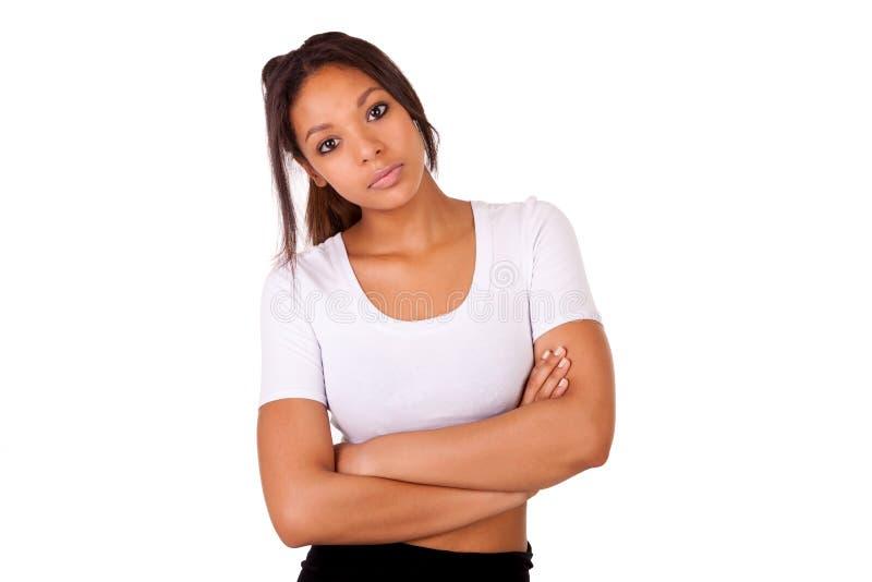 Portret piękna amerykanin afrykańskiego pochodzenia kobieta pozuje odosobnionego ove zdjęcie stock