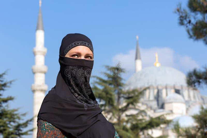 Portret piękna Arabska kobieta w tradycyjnej Muzułmańskiej odzieży obrazy royalty free