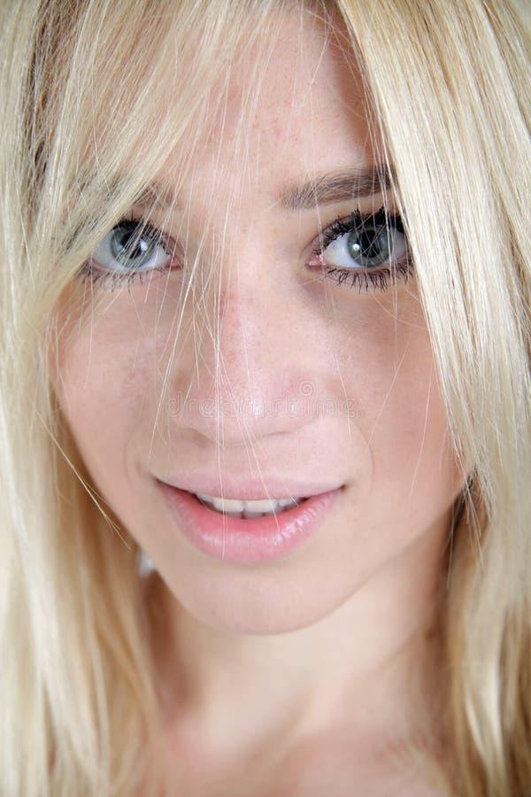 Portret piękna blond dziewczyna zdjęcia stock