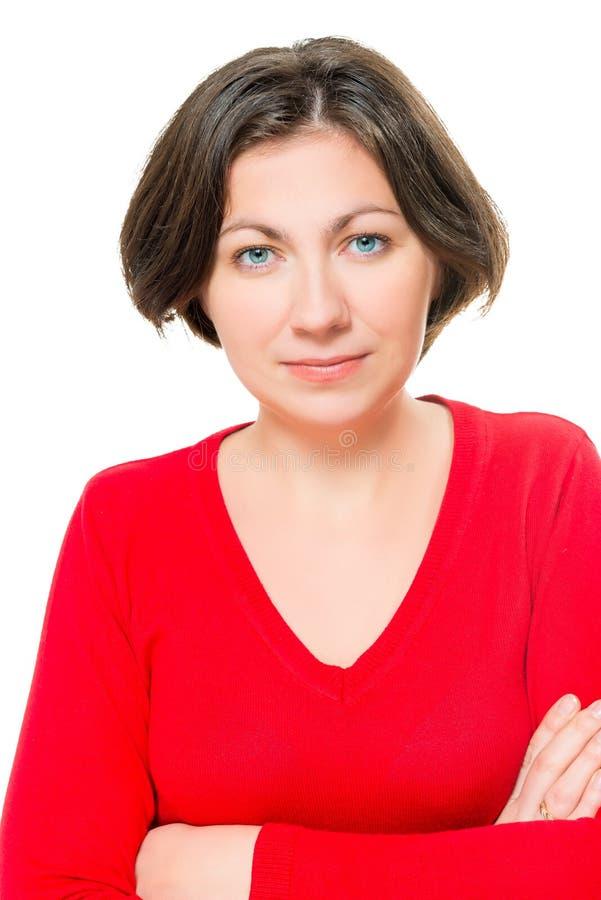 Portret piękna brunetka w czerwonym pulowerze zdjęcia stock