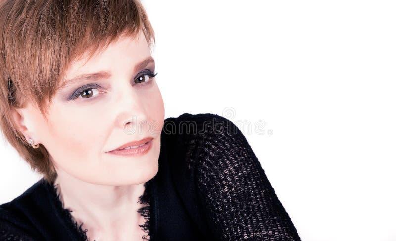 Portret piękna dojrzała kobieta z krótkim włosy obrazy stock