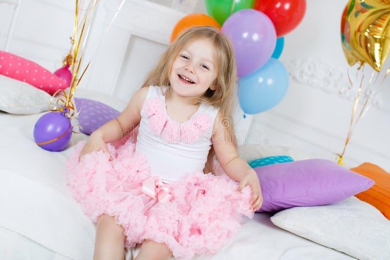 Portret piękna dziewczyna na twój urodziny obrazy royalty free