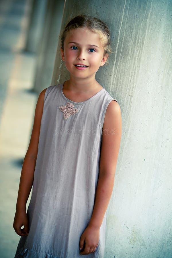 Portret piękna dziewczyna na ulicie Wenecja. obrazy stock
