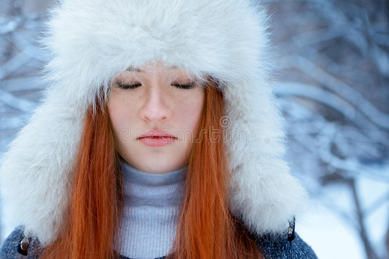 Portret piękna dziewczyna w parku fotografia stock