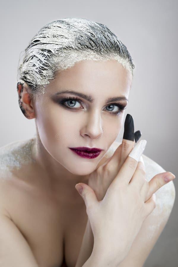 Portret piękna dziewczyna z kreatywnie makijażu zakończeniem zdjęcie stock