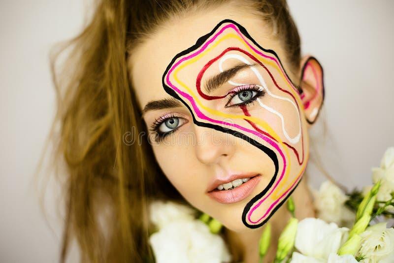Portret piękna dziewczyna z kreatywnie uzupełniał zdjęcia royalty free