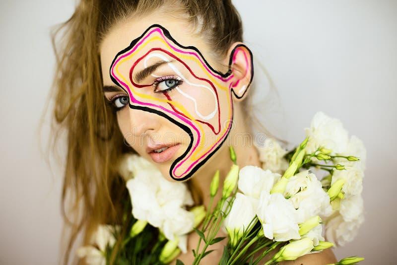 Portret piękna dziewczyna z kreatywnie uzupełniał obrazy royalty free