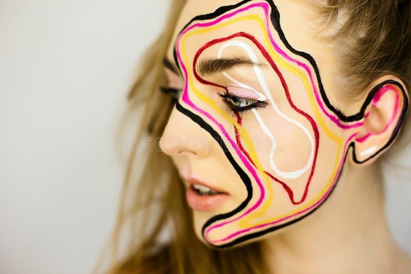 Portret piękna dziewczyna z kreatywnie uzupełniał obraz royalty free