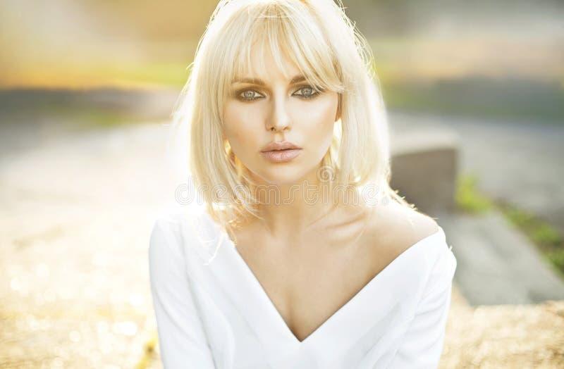 Portret piękna jasna skóry dama zdjęcie royalty free