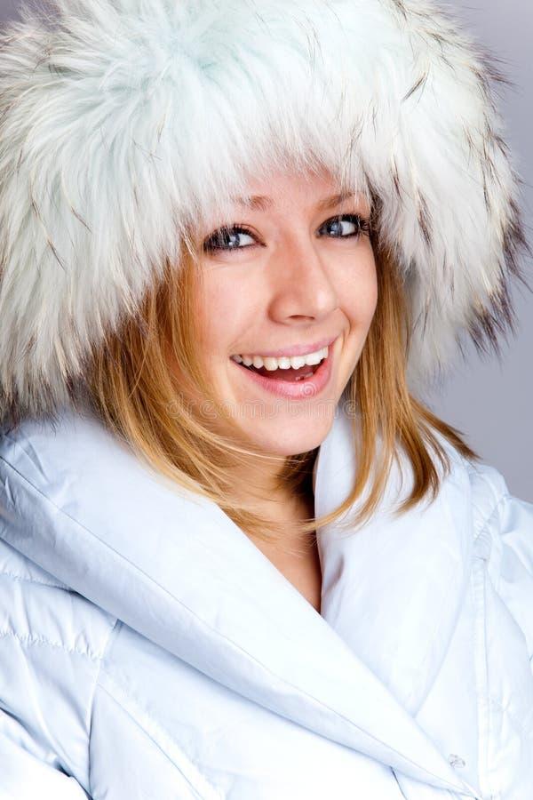 Portret piękna kobieta w futerkowym żakiecie zdjęcia stock