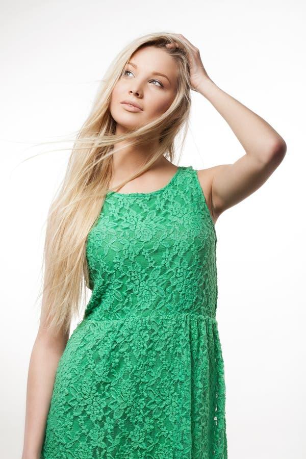 Kobieta w zieleni sukni fotografia royalty free