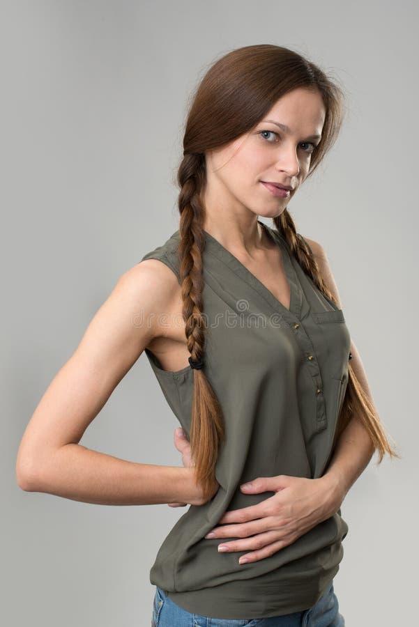 Portret piękna kobieta z pigtails zdjęcia royalty free