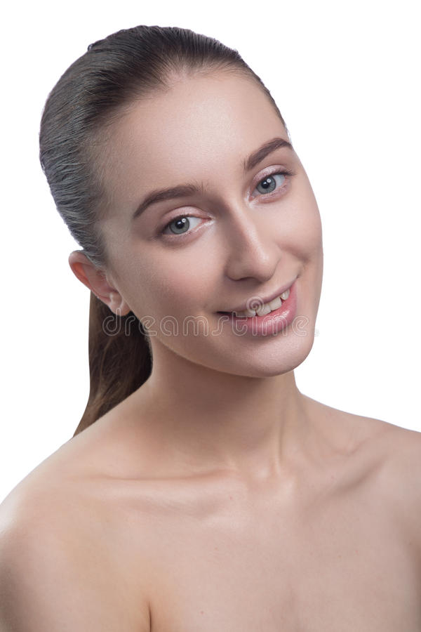 Portret piękna młoda kobieta patrzeje kamerę, ono uśmiecha się, zdjęcie stock