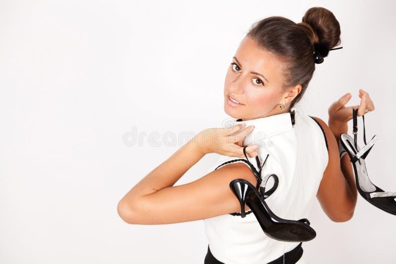 Portret piękna młoda kobieta z butami zdjęcia royalty free