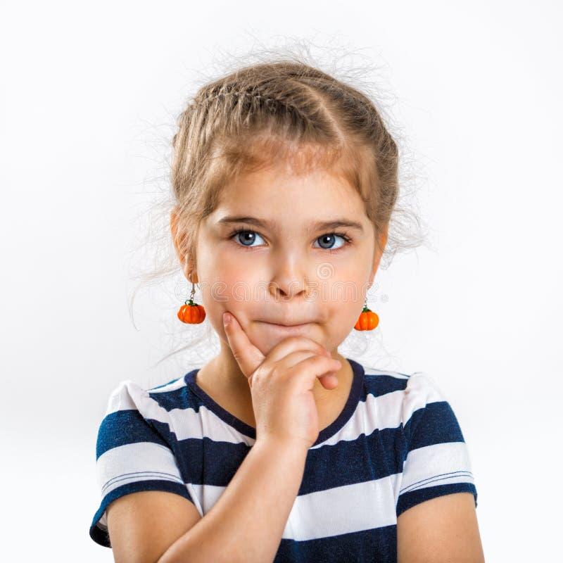 Portret piękna mała rozważna dziewczyna dziecka up zamknięty zdjęcie royalty free