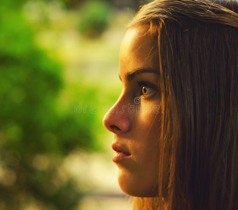 Portret piękna nastoletnia dziewczyna zdjęcie royalty free