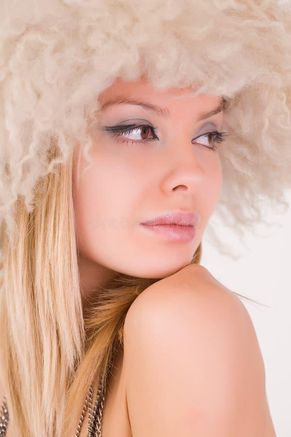 portret piękna owłosiona kapeluszowa kobieta zdjęcia stock