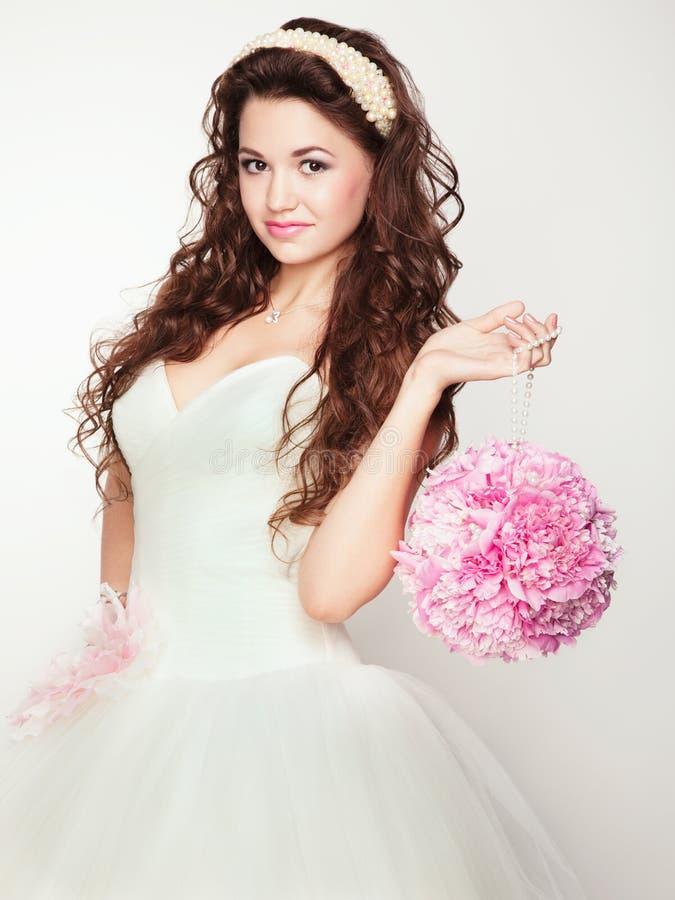 Portret piękna panna młoda. Ślubna suknia. obraz royalty free