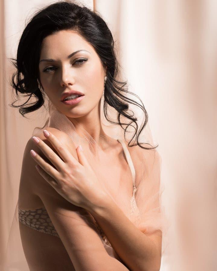 Portret piękna seksowna czuła kobieta z kreatywnie hairstyl fotografia royalty free