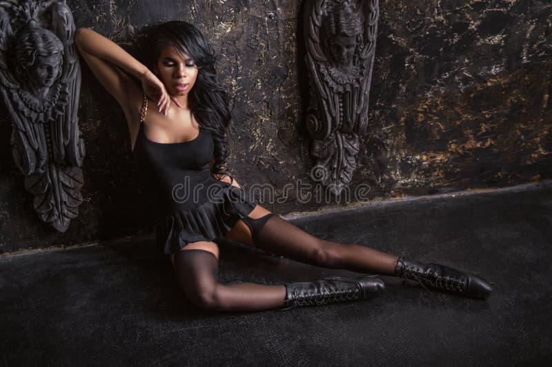 Portret piękna seksowna kobieta w modzie odziewa fotografia stock