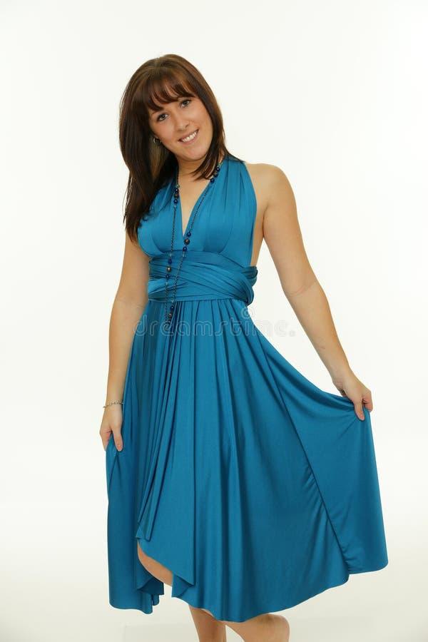 Portret piękna szczęśliwa kobieta w błękit sukni fotografia royalty free