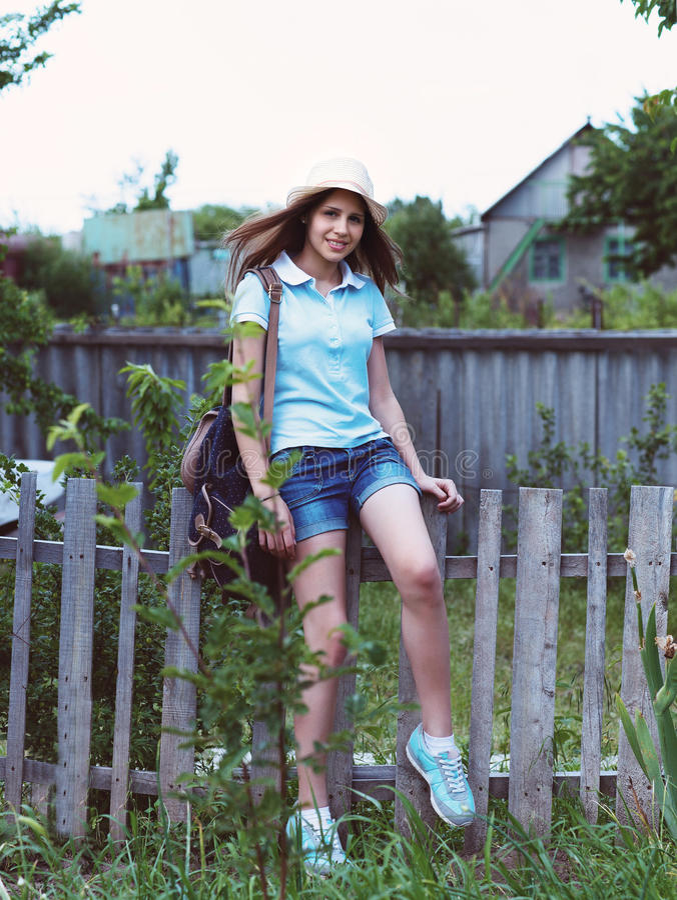 Portret piękna szczęśliwa nastoletnia dziewczyna obraz royalty free