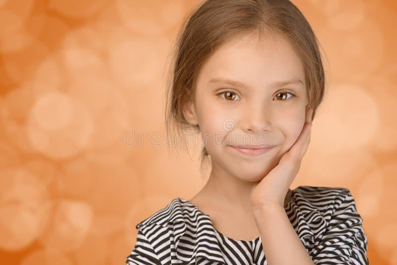 Portret piękna uśmiechnięta młoda dziewczyna obraz royalty free