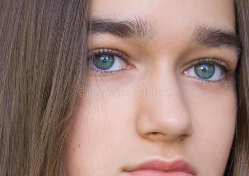 Portret piękna zdrowa nastoletnia dziewczyna zdjęcia stock