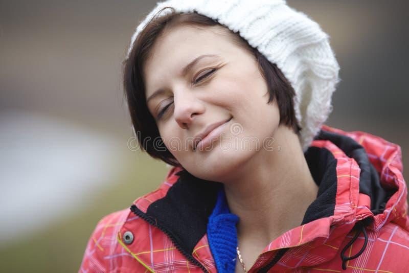 Portret piękne kobiety outdoors fotografia royalty free