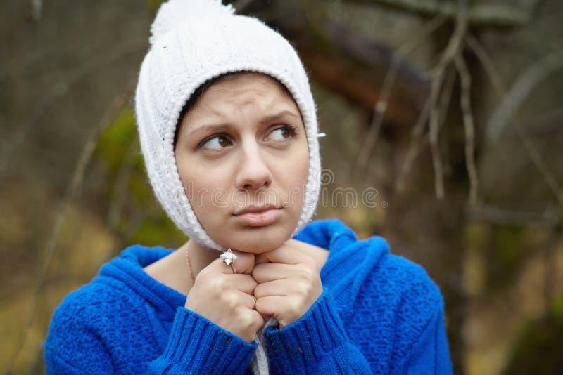 Portret piękne kobiety outdoors zdjęcie stock