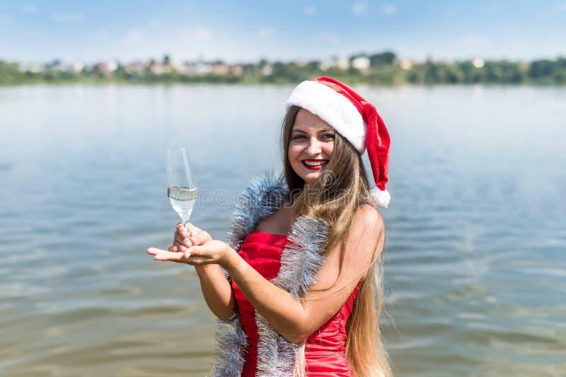 Portret pięknej blondynki ze szklanką szampana fotografia royalty free
