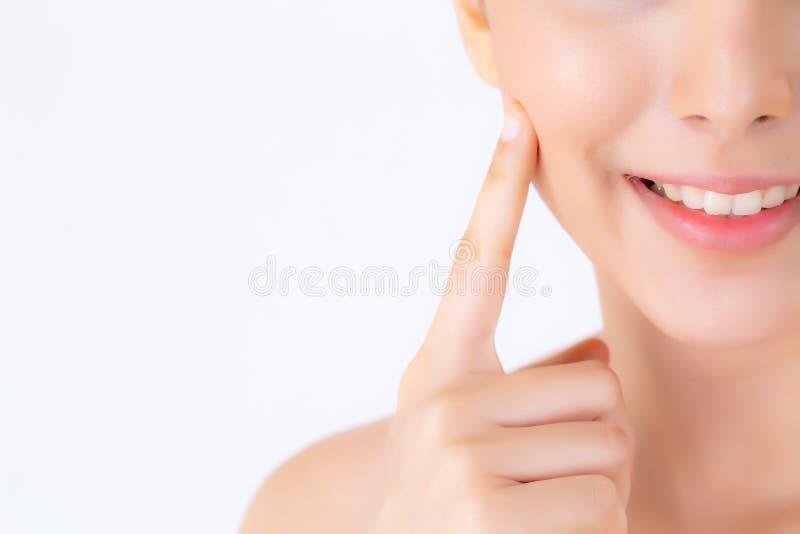 Portret pięknej kobiety azjatykci makeup kosmetyk, dziewczyny ręki dotyka policzek i uśmiech atrakcyjni, zdjęcie stock