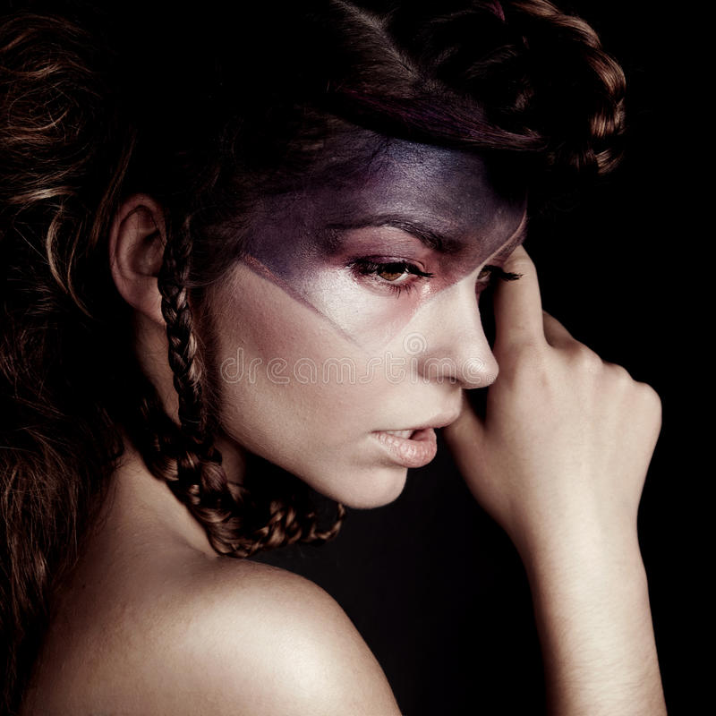 Portret piękno brunetka z szalonym spojrzeniem obraz royalty free