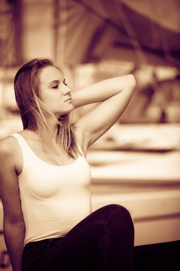 Portret piękno kobieta na marina fotografia royalty free
