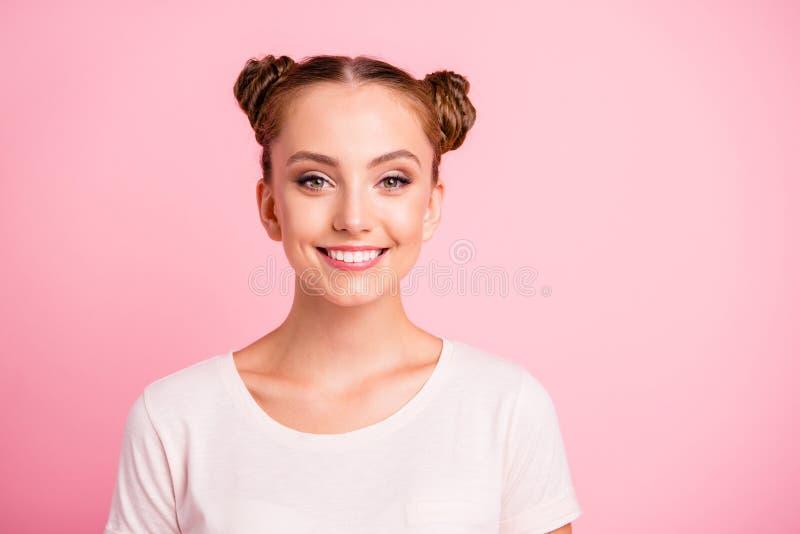 Portret piękny, atrakcyjny, ładny, marzycielski dziewczyny spojrzenie przy c, obraz stock