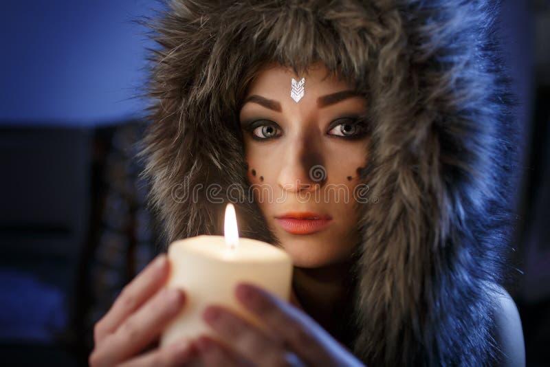Portret piękny dziewczyny zakończenie up w ubiorze Indiański Ameryka obrazy royalty free