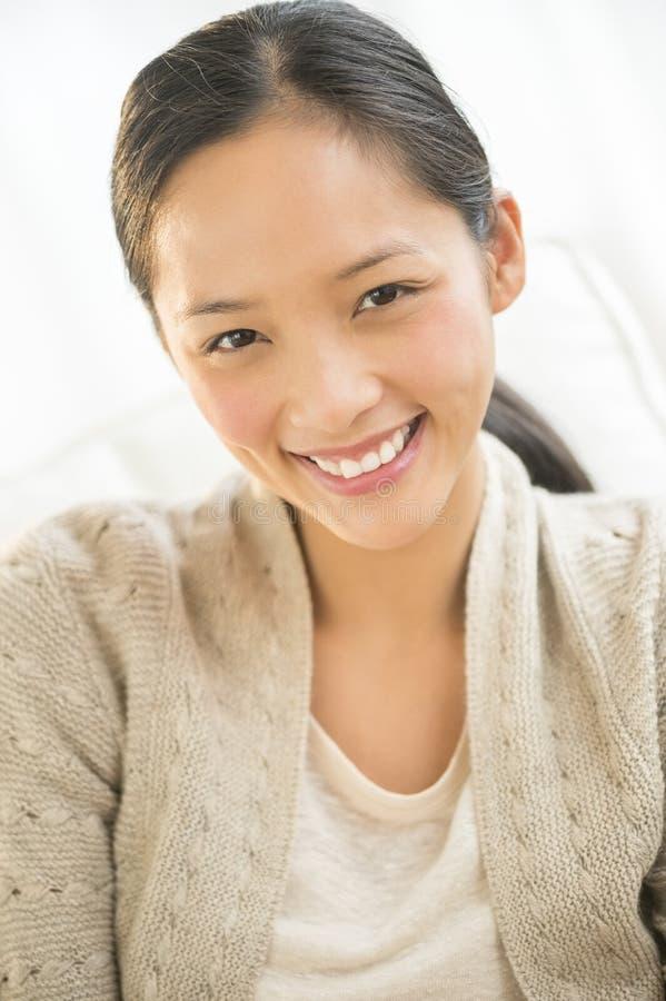 Portret Piękny kobiety ono Uśmiecha się obrazy royalty free