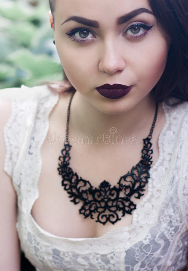 Portret piękny seksowny brunetki zakończenie fotografia royalty free