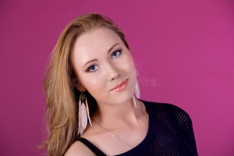 Download Portret piękna dziewczyna obraz stock. Obraz złożonej z portret - 28958069