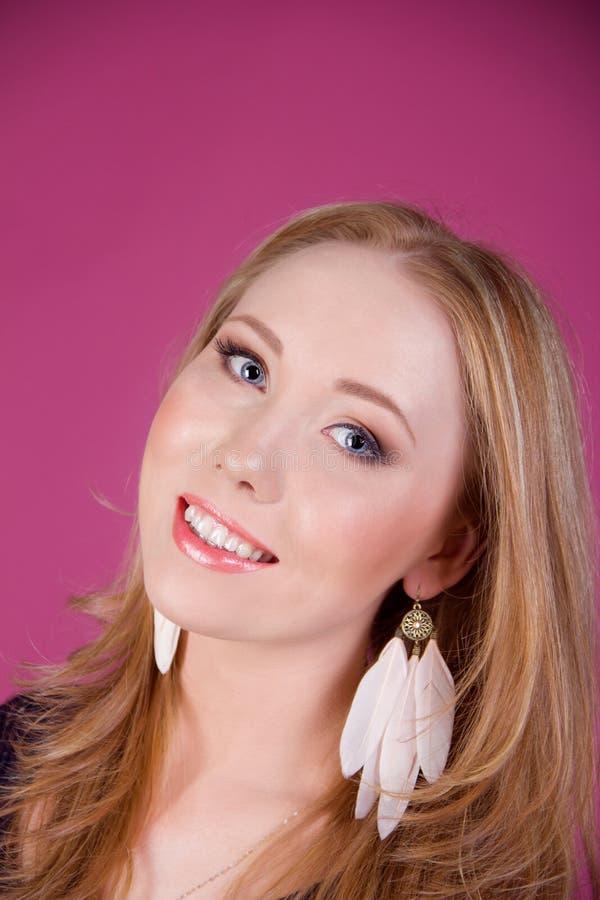 Download Portret piękna dziewczyna zdjęcie stock. Obraz złożonej z potomstwa - 28958124