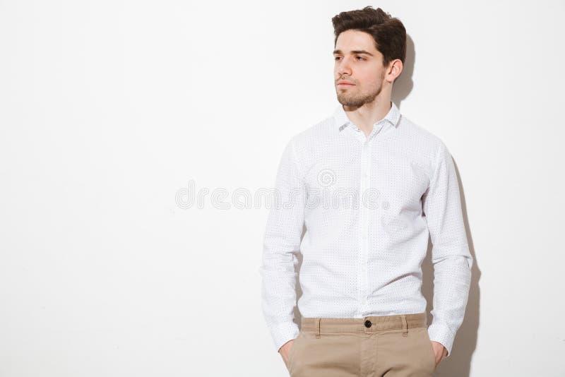 Portret poważny młody człowiek ubierał w koszula fotografia royalty free