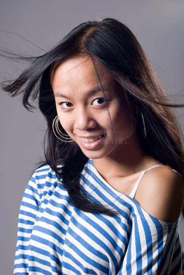 Portret powabna dziewczyna z latającym włosy obrazy stock