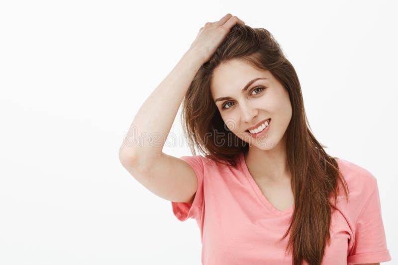 Portret powabna kobieta z czystą, piękną skórą i, przechyla głowę obraz royalty free