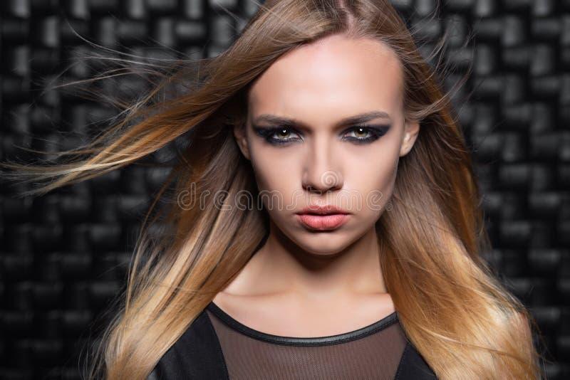 Portret powabna młoda blondynki kobieta obrazy royalty free